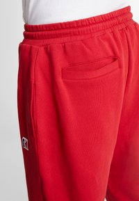 Karl Kani - RETRO TRACKPANTS - Pantalon de survêtement - red - 4