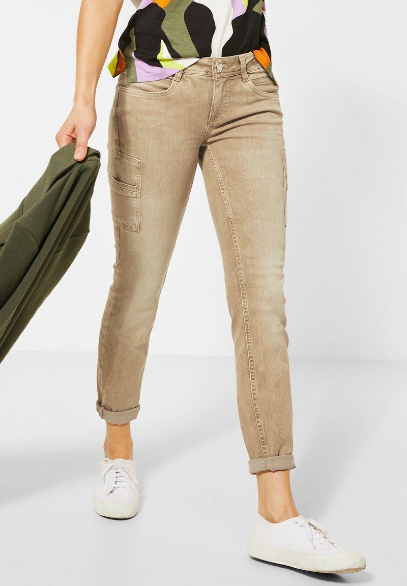 Street One - COLOUR-DENIM IM STYLE - Slim fit jeans - braun