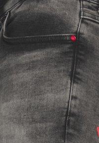 11 DEGREES - SUSTAINABLE STRETCH - Džíny Slim Fit - grey wash - 2
