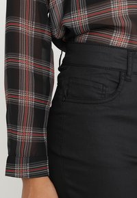 JDY - JDYELYN COATED - Jeans Skinny Fit - black - 3