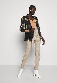 Vero Moda Tall - VMEVA LOOSE PAPERBAG PANT - Trousers - silver mink - 1