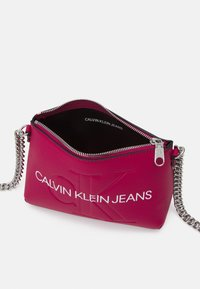 Calvin Klein Jeans - CAMERA POUCH CHAIN - Across body bag - red - 2