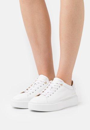 YINKA - Baskets basses - white