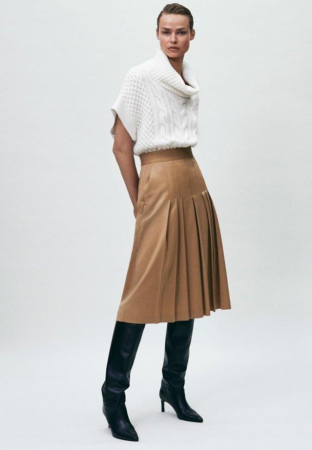 Pleated skirt - nude