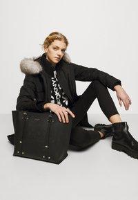 DKNY - BO TOTE SAFFIANO - Handbag - black/gold-coloured - 0