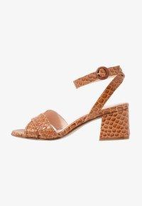Maripé - Sandals - kissa caramello - 1