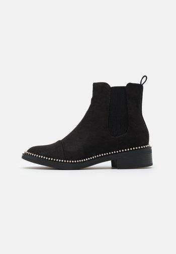 APPLE - Støvletter - black