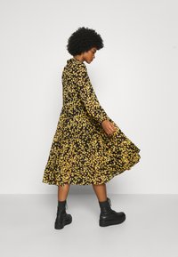 Tommy Jeans - PRINTED MIDI SHIRT DRESS - Shirt dress - black/yellow