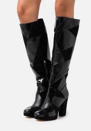 HANYA BOOT - Kozačky na vysokém podpatku - black