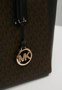 MICHAEL Michael Kors - VOYAGER TOTE - Handbag - brown - 6