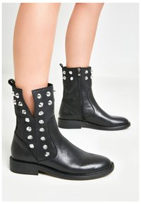 Inuovo - Ankle boots - black blk - 0