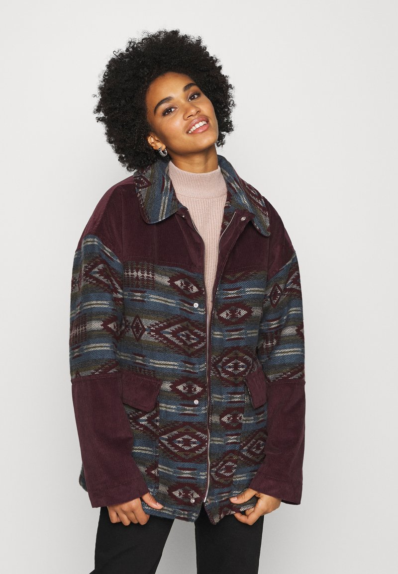 BDG Urban Outfitters - DYLAN DONKEY TAPESTRY JACKET - Summer jacket - burgundy