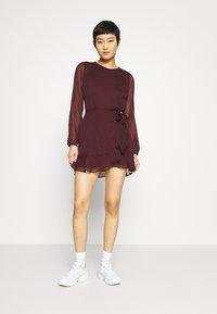 Abercrombie & Fitch - WRAP DRESS - Cocktail dress / Party dress - burgundy - 1