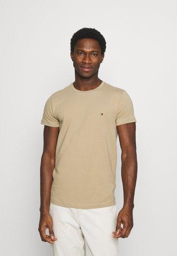 STRETCH SLIM FIT TEE - T-shirt - bas - camel
