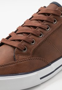 Pier One - Baskets basses - cognac - 5
