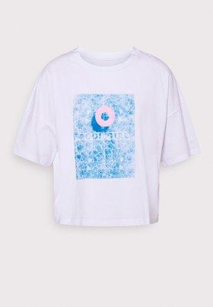 NMAMY  - Print T-shirt - bright white/pool
