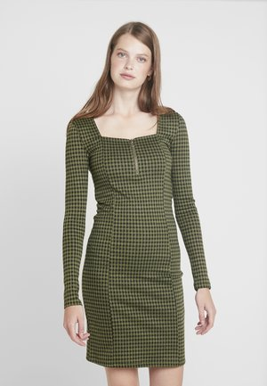 NMBOSS DRESS - Vestido de tubo - winter moss
