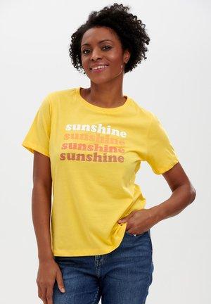 MAGGIE RETRO SUNSHINE - Print T-shirt - yellow