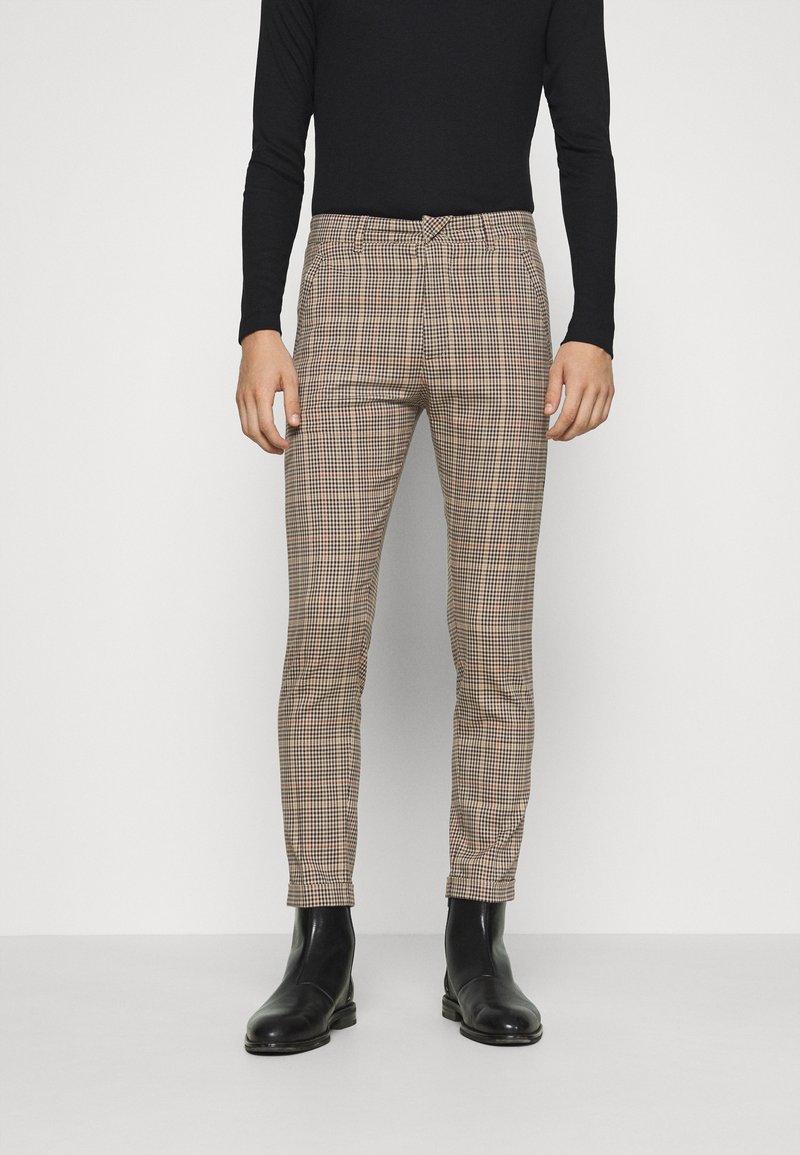 DRYKORN - BREW - Trousers - braun