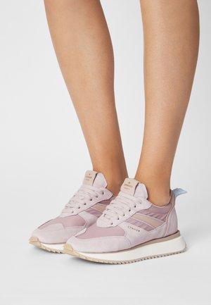 Sneakers laag - dusty pink