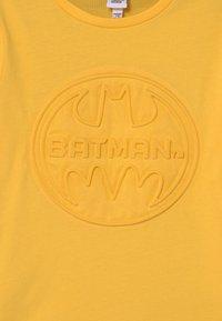 OVS - BATMAN - Print T-shirt - lemon chrome - 3