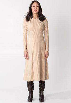 ARA - Pletené šaty - beige