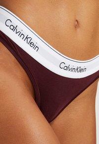 Calvin Klein Underwear - MODERN THONG - String - deep maroon/white - 4