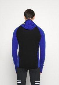 Mons Royale - TRAVERSE FULL ZIP HOOD - Training jacket - ultra blue/black - 2