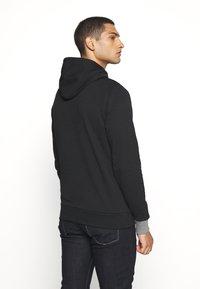 Calvin Klein - LOGO PRINT HOODIE - Felpa con cappuccio - black - 2
