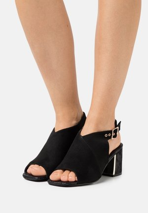 WIDE FIT DAMARIS - Sandalias - black