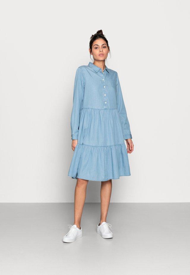 FLIKKA JAINA SHIRT DRESS - Denimové šaty - blue wash