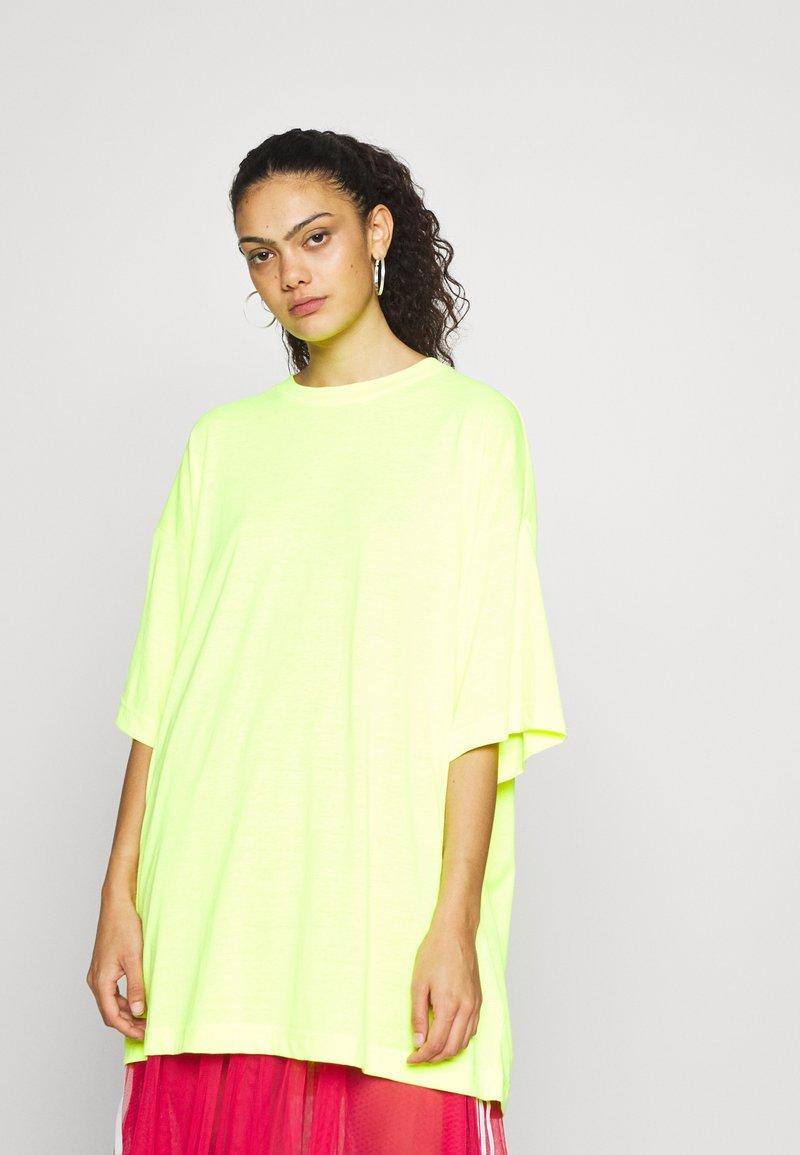 Weekday - HUGE  - Basic T-shirt -  neon yellow