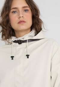 Ilse Jacobsen - TRUE RAINCOAT - Parkaer - milk creme - 4