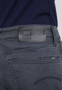 G-Star - 3301 STRAIGHT TAPERED - Jeans Straight Leg - kamden grey stretch denim - dry waxed pebble grey - 4