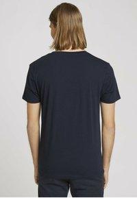 TOM TAILOR DENIM - MIT FOTOPRINT - Print T-shirt - total eclipse blue - 2