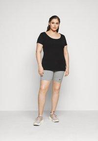 Nike Sportswear - LEGASEE BIKE PLUS - Szorty - grey heather/black - 1