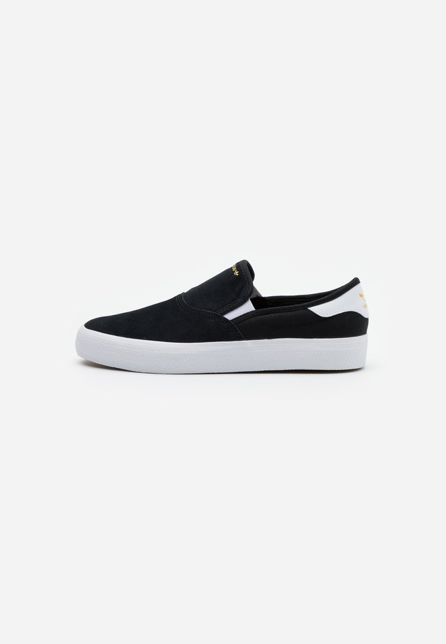 3MC - Slip-ons - core black/footwear white/gold metallic