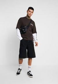 Napapijri The Tribe - SOLT - Langærmede T-shirts - choco brown - 1