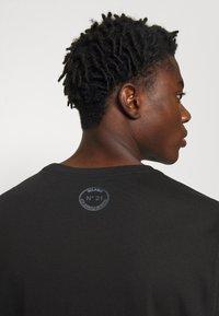 N°21 - Print T-shirt - black - 6