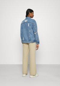 Missguided - DISTRESSED BOYFRIEND JACKET - Denim jacket - blue - 2