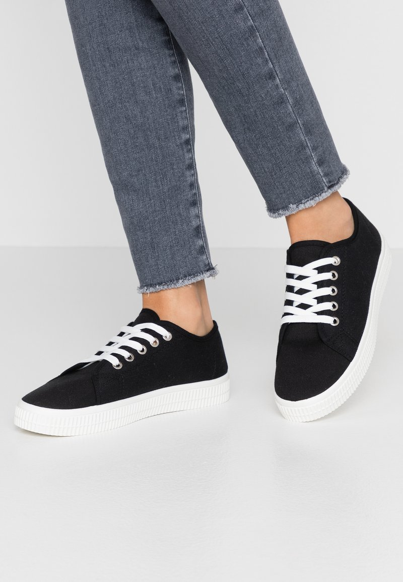 Rubi Shoes by Cotton On - CHELSEA CREEPER PLIMSOLL - Sneakersy niskie - black