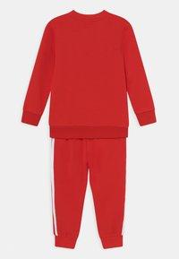 adidas Originals - CREW SET UNISEX - Survêtement - red/white - 1