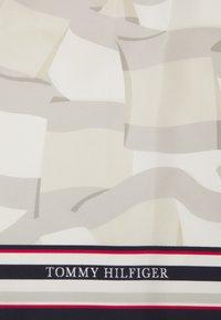 Tommy Hilfiger - ICON BANDANA - Skjerf - beige - 2