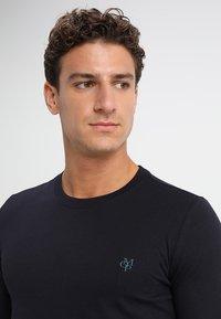 Marc O'Polo - LONG SLEEVE ROUND NECK - Camiseta de manga larga - deep ocean - 4