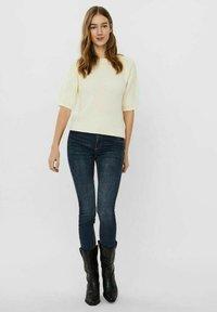 Vero Moda - Basic T-shirt - birch - 1