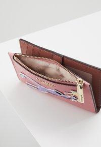 kate spade new york - SAFARI SMALL SLIM BIFOLD WALLET - Wallet - rococo pink - 5
