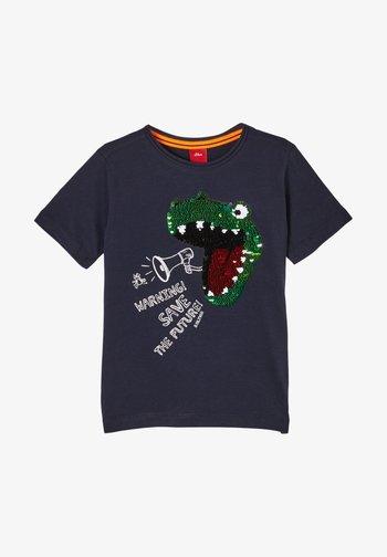 MIT PAILLETTEN-MOTIV - Print T-shirt - dark blue