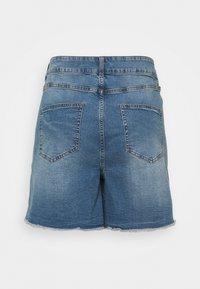 Noisy May Curve - NMKATY MOM SHORTS  - Shorts di jeans - medium blue denim - 1