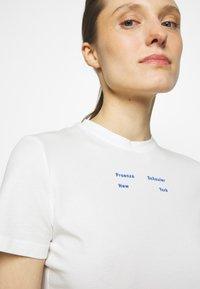 Proenza Schouler White Label - SOLID STRETCH - Printtipaita - off white - 3