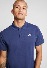 Nike Sportswear - MATCHUP - Piké - midnight navy/white - 3